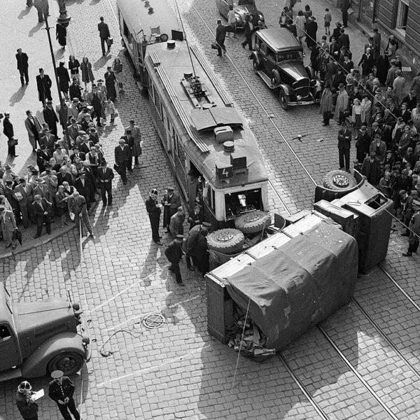 Nehoda tramvaje v Nuslích