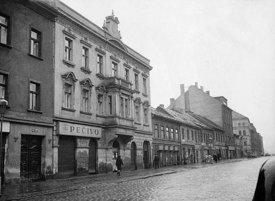 Bývalé rodinné sídlo a obchodní dům firmy Hlasivec v ulici Na Pankráci 42.
