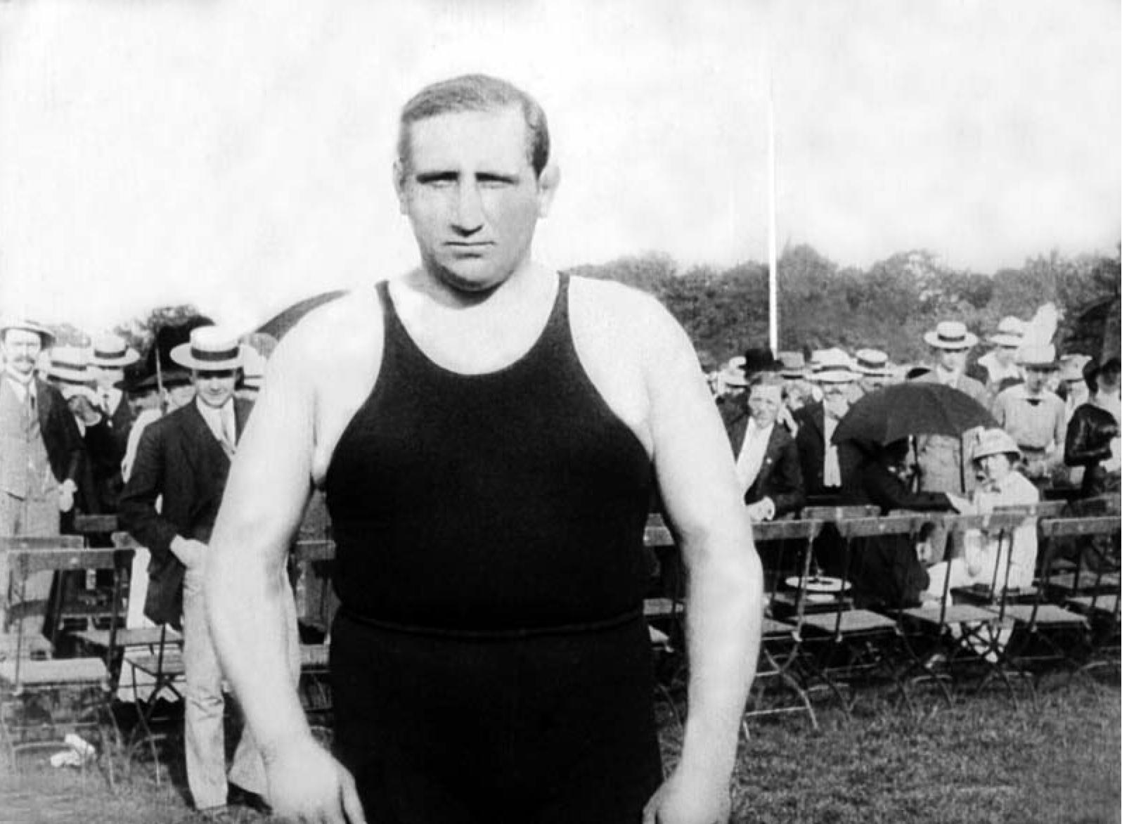 Josef Šmejkal na Letné v roce 1913 před zápasem s Gustavem Frištenským