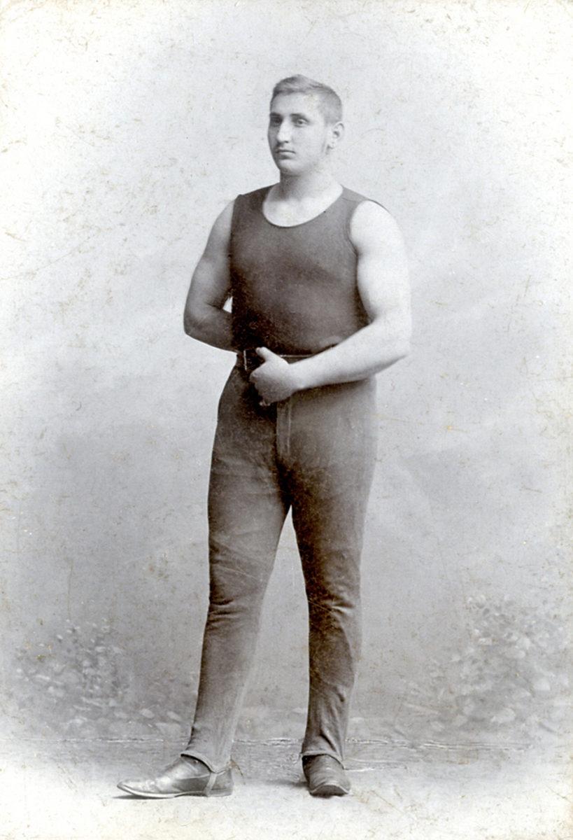Mladý Šmejkal na snímku z ateliéru Mulač. (Archiv města Mnichovic)