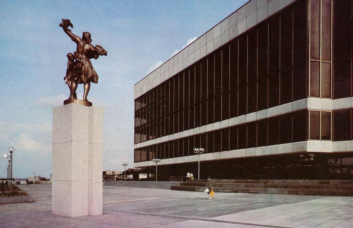 Jan Hána - Radostný den, Palác kultury