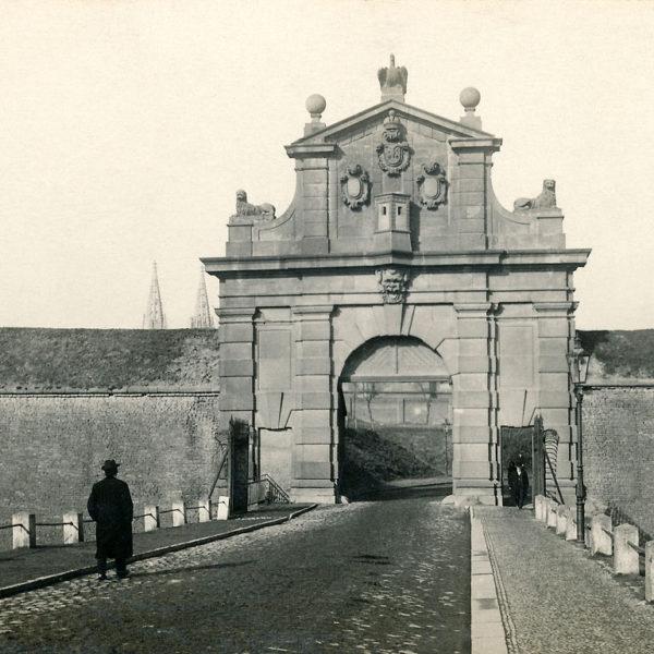 Krásná, ale zbytečná Leopoldova brána