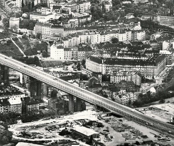 Pracky pryč od Nuselského mostu