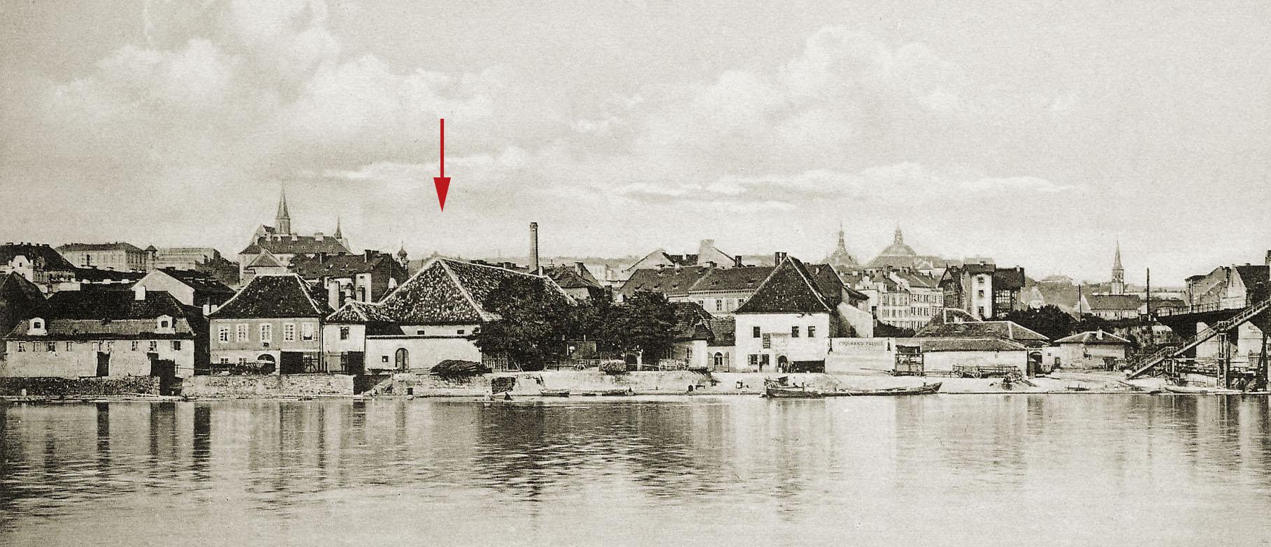 Podskalský břeh u Výtoně s označenou budovou královské solnice.