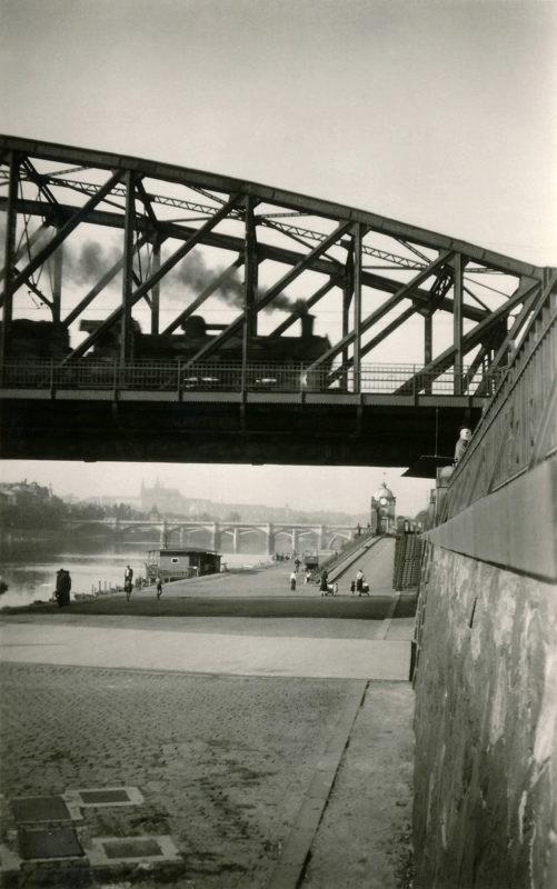 Parní vlak na Železničním mostě pod Vyšehradem