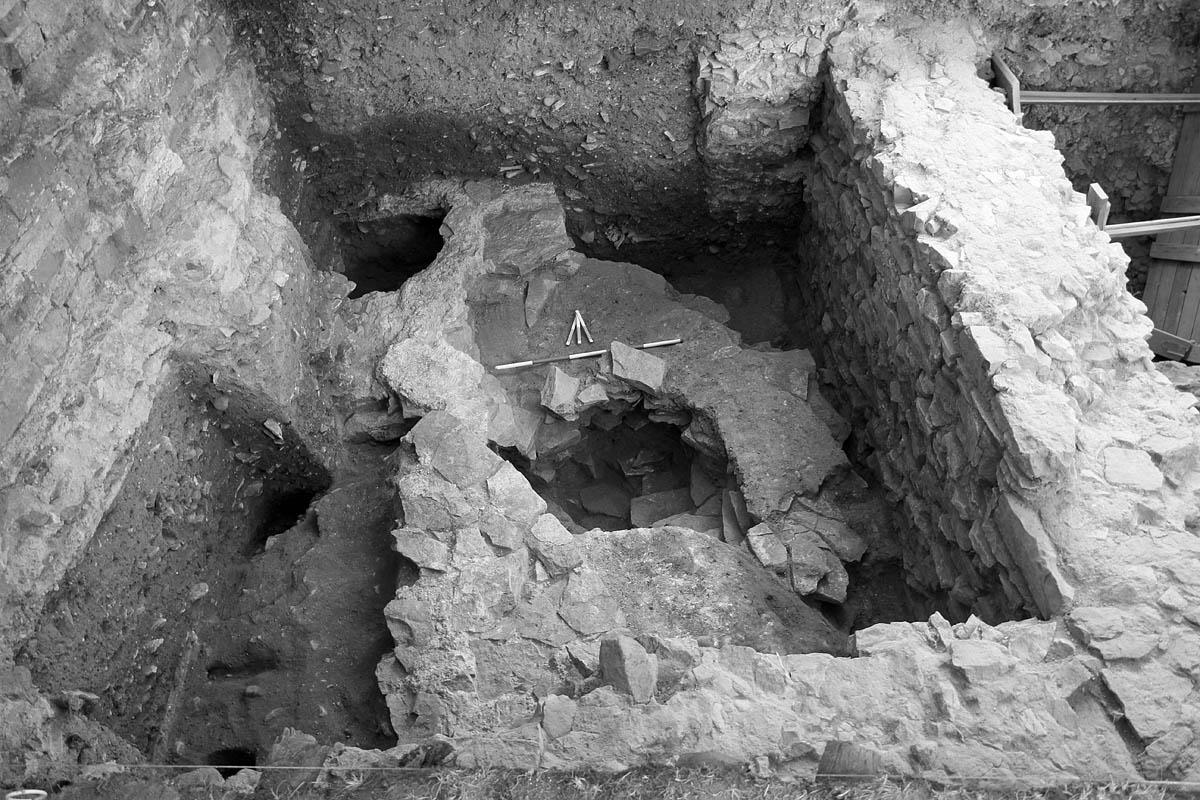 Pozůstatky předrománského kostela pod bazilikou sv. Vavřince