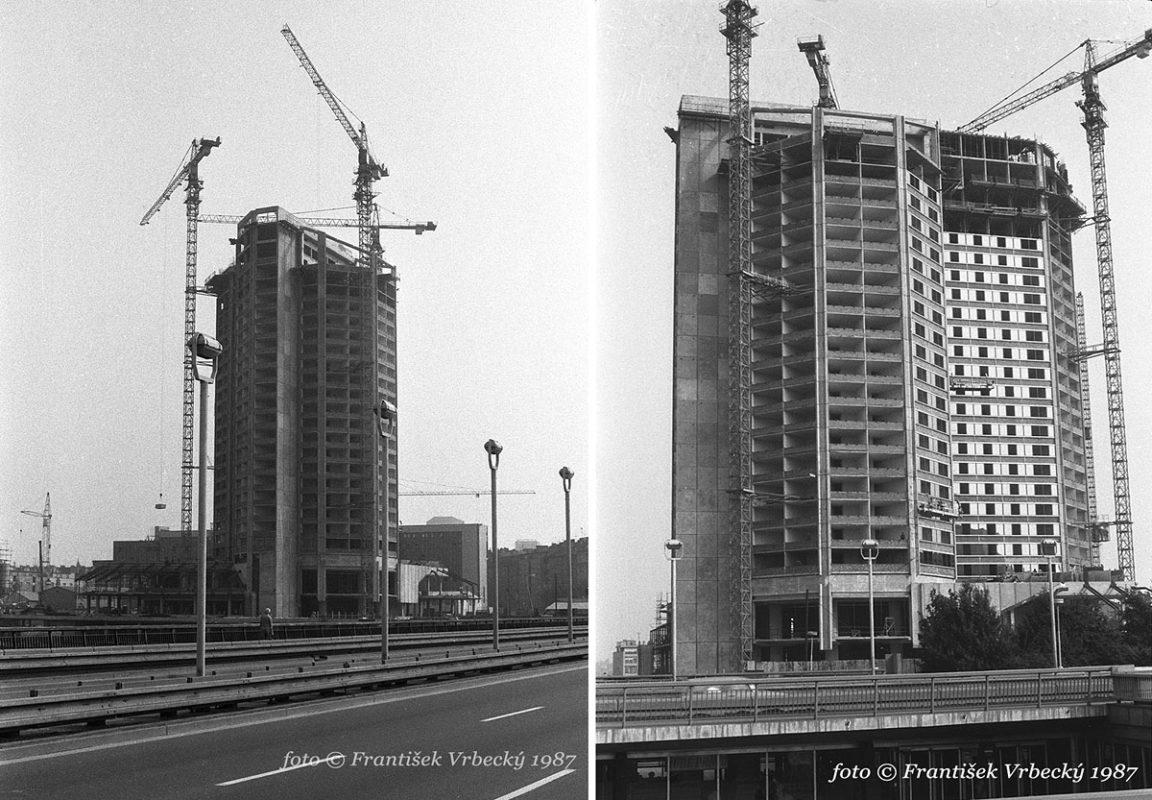 Stavba hotelu Forum na fotografiích Františka Vrbeckého