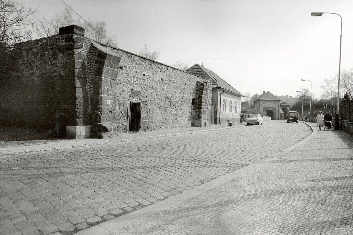 Vyšehrad, 1975 - Ruiny brány Špička