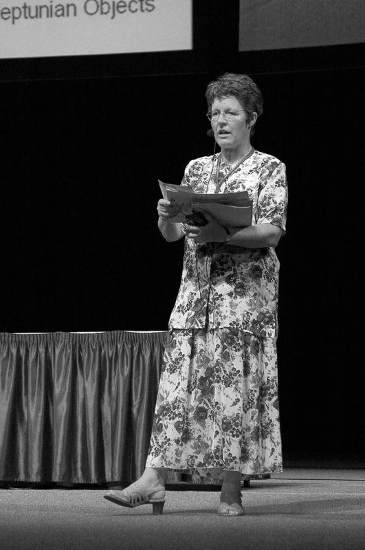 Jocelyn Bellová Burnellová na Mezinárodním astronomickém kongresu v Praze