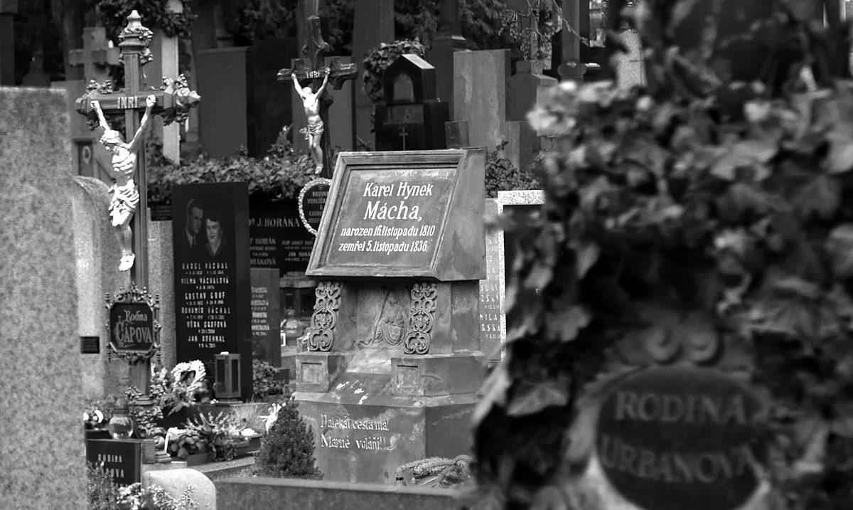 Hrob Karla Hynka Máchy na Vyšehradském hřbitově