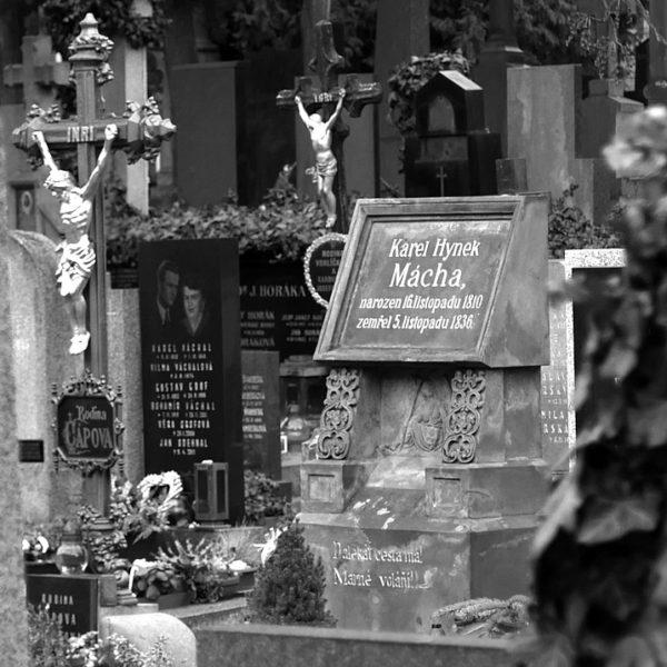 Máchův útěk na Vyšehrad aneb exhumace národního pokladu