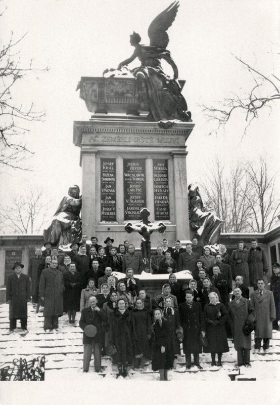Slavín na Vyšehradském hřbitovu v roce 1955