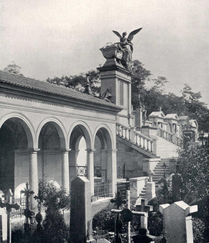 Slavín na Vyšehradském hřbitovu