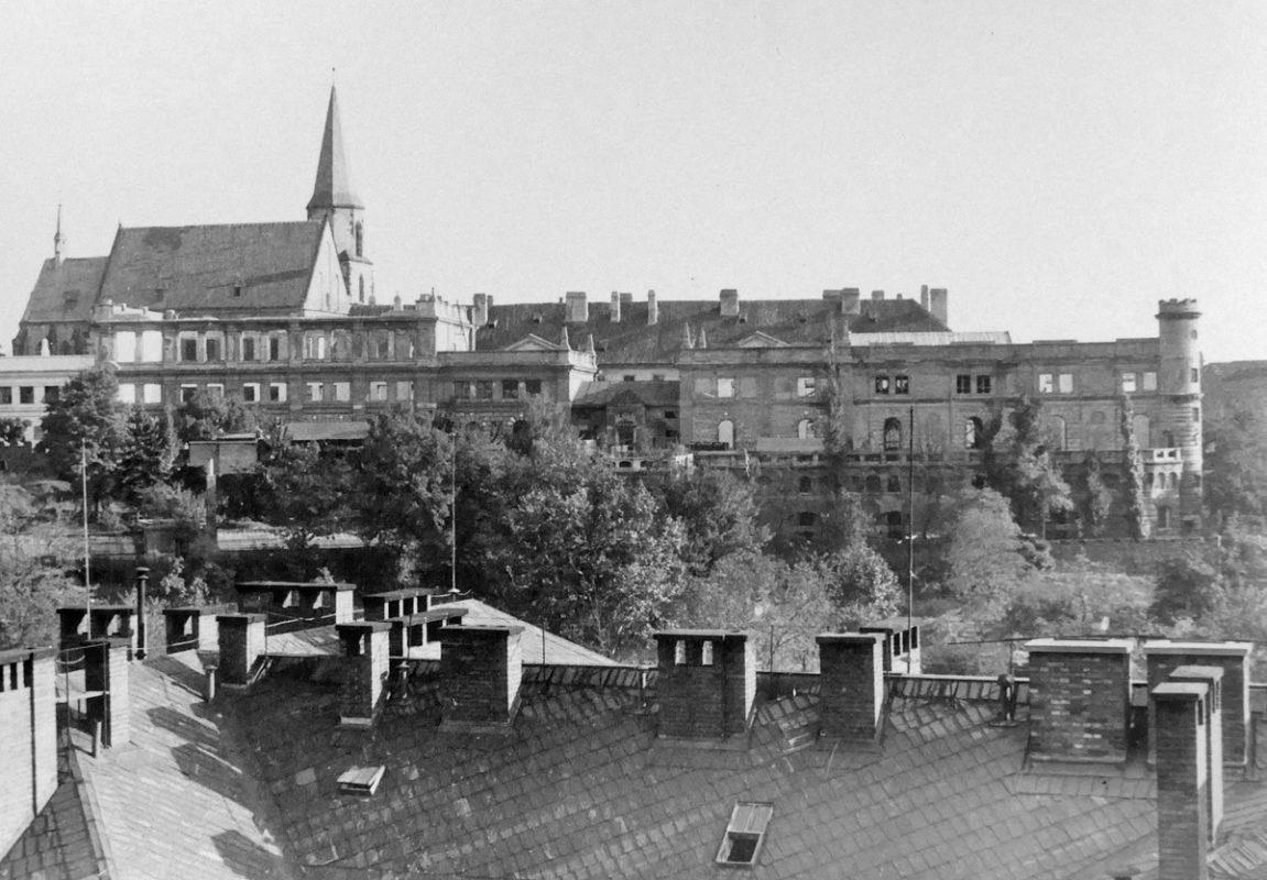 Malírna Národního divadla po bonbardování v roce 1945