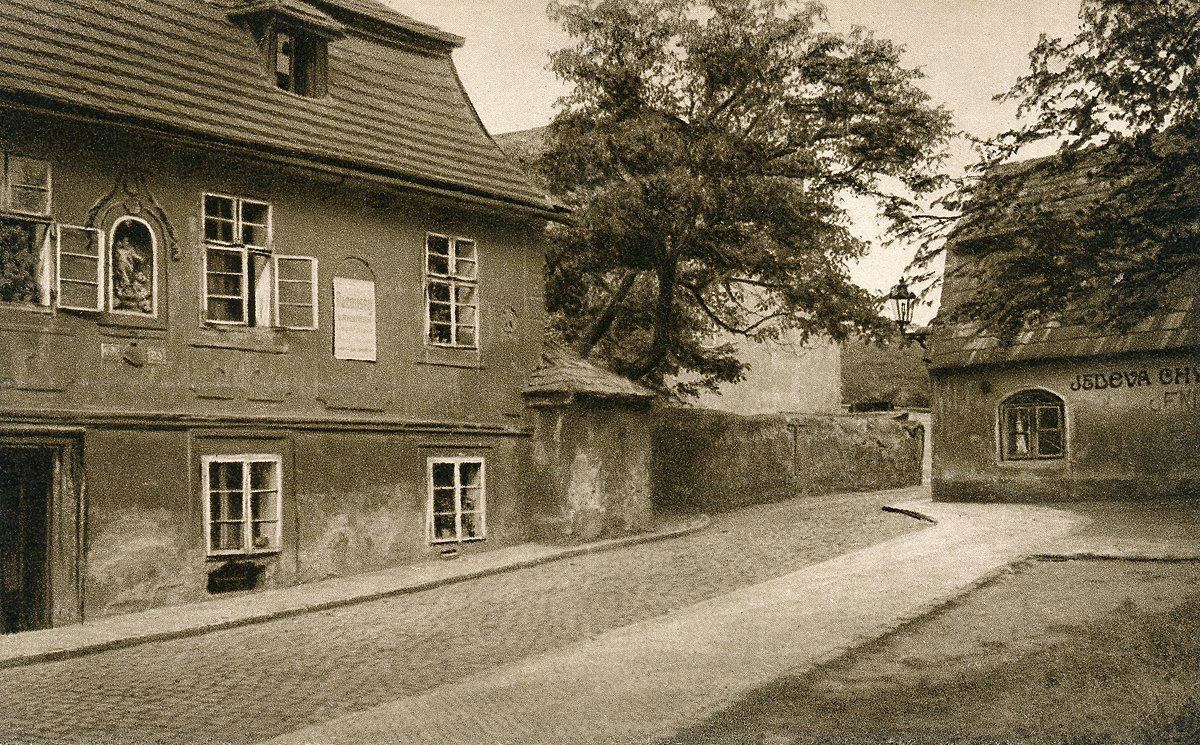 Dům U Charvátů a Jedová chýše v Apolinářské ulici