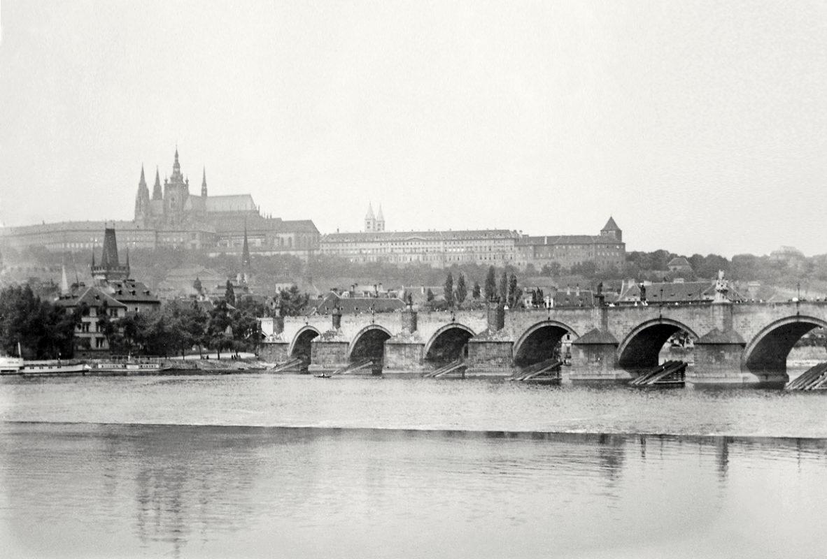 Hradčany a Karlův most, 1914