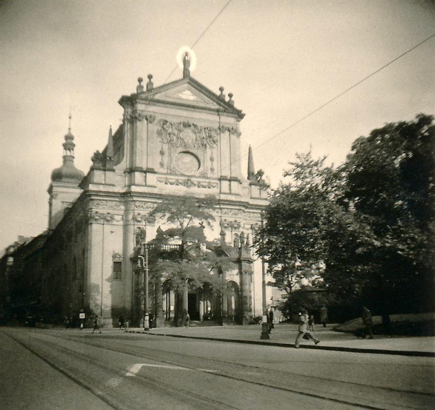 Kostel sv. Ignáce z Loyoly, Karlovo náměstí, 1941