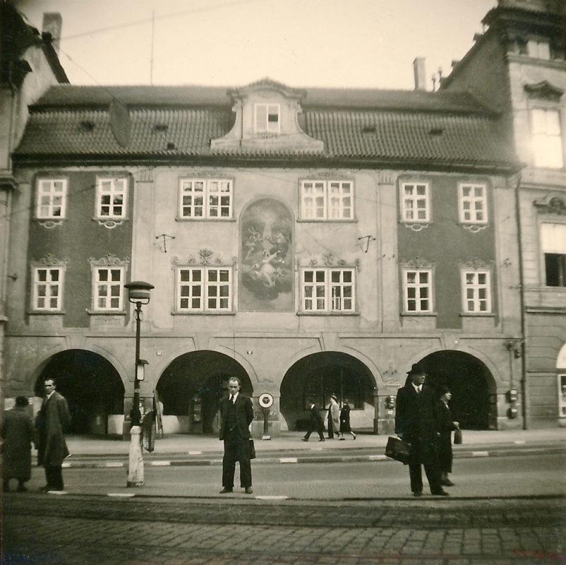 Dům U Flavínů, Malostranské náměstí, 1941