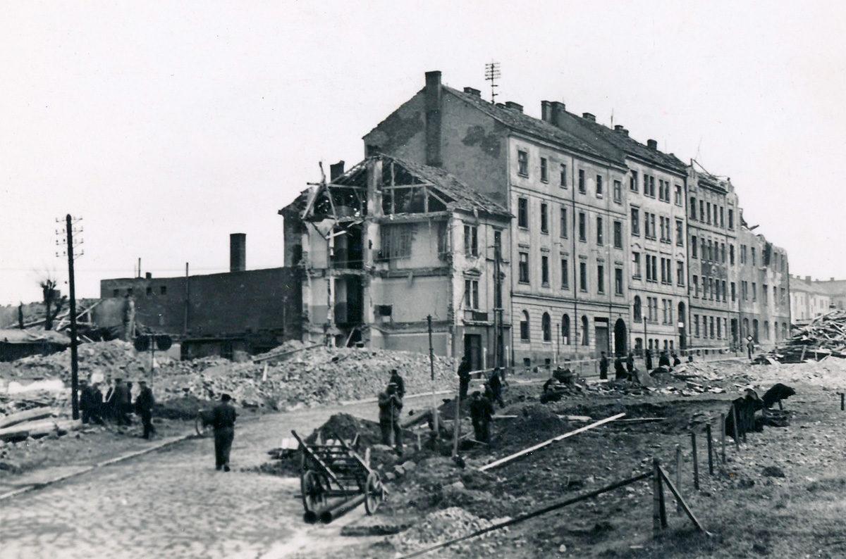 U Attlů na Pankráci po bombardování v únoru 1945