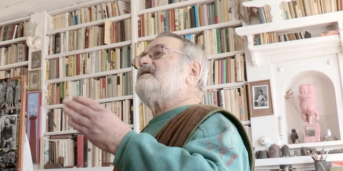 Sochař Jaroslav Hladký ve svém ateliéru