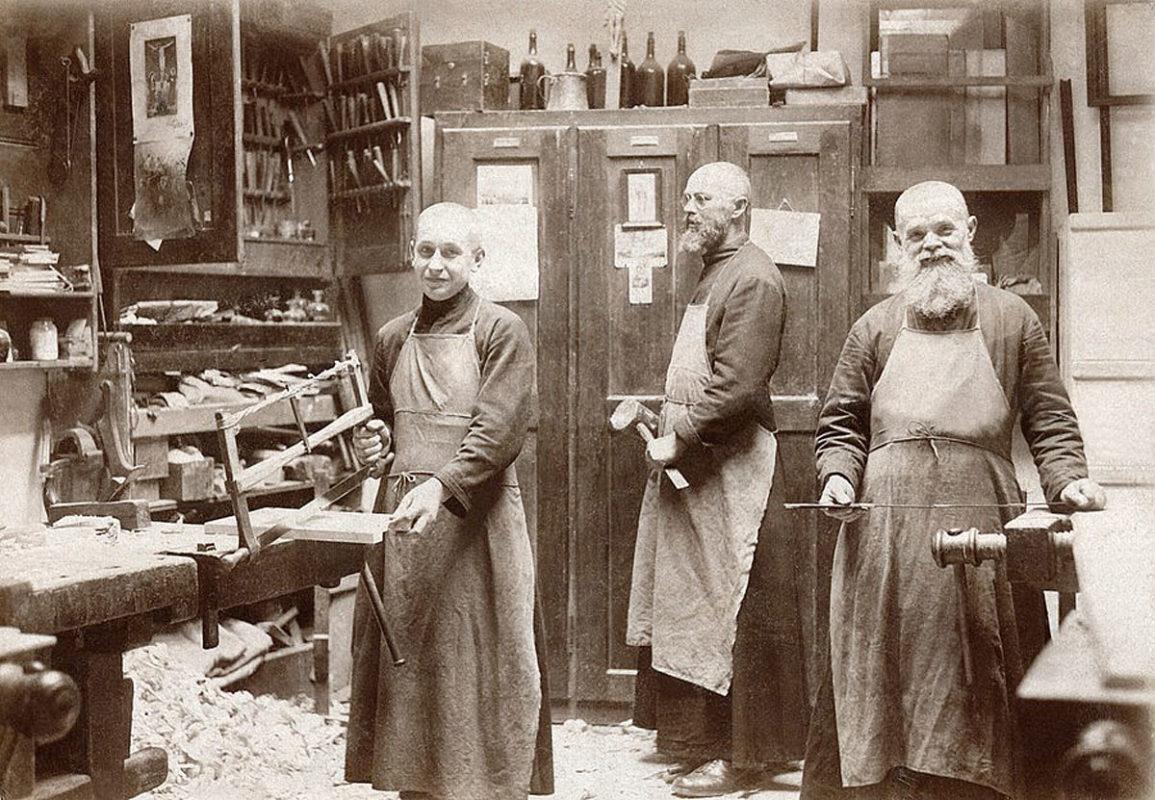 Emauzský klášter, Emauzy – Benediktinští mniši