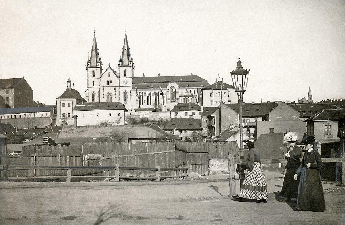 Emauzský klášter, Emauzy