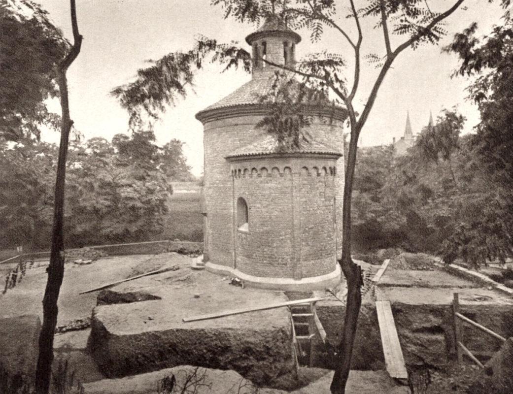 Archeologický průzkum u rotundy sv. Martina