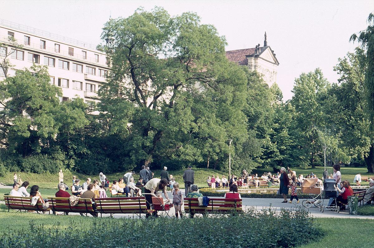 Karlovo náměstí, 1975