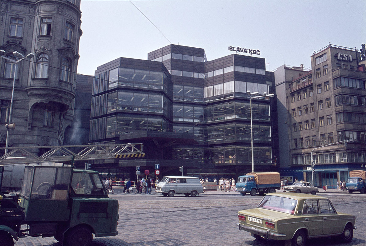 Obchodní dům Kotva, 1975
