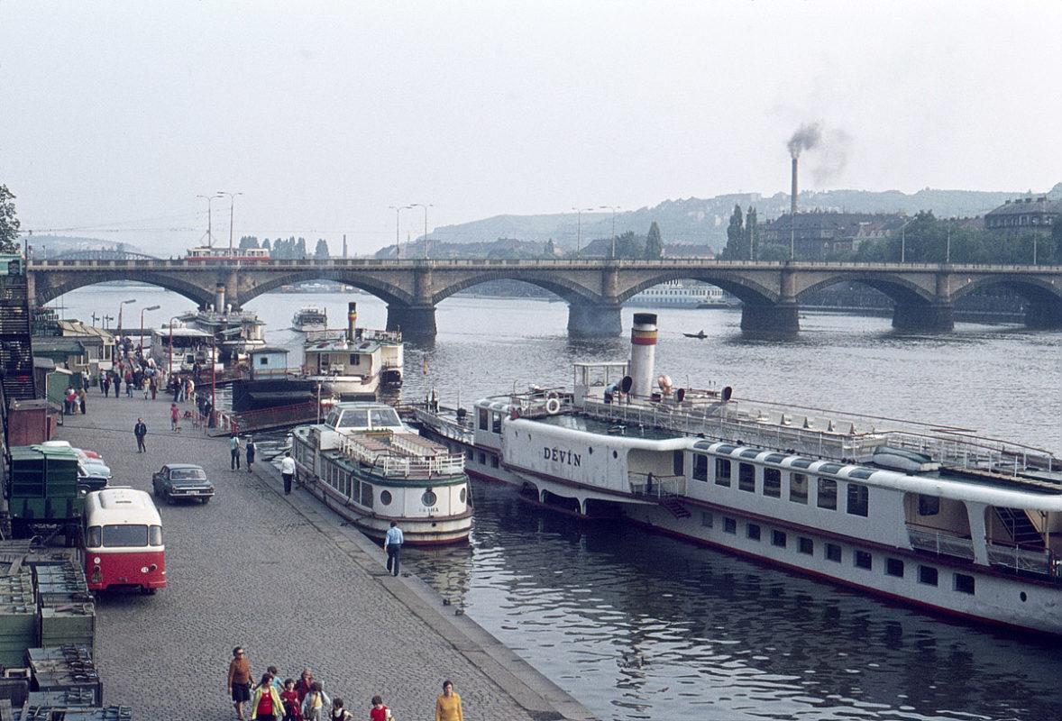 Náplavka, přístaviště parníků, 1975