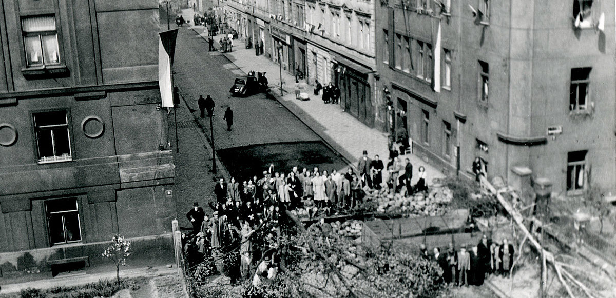 Nusle, barikáda v Oldřichově ulici