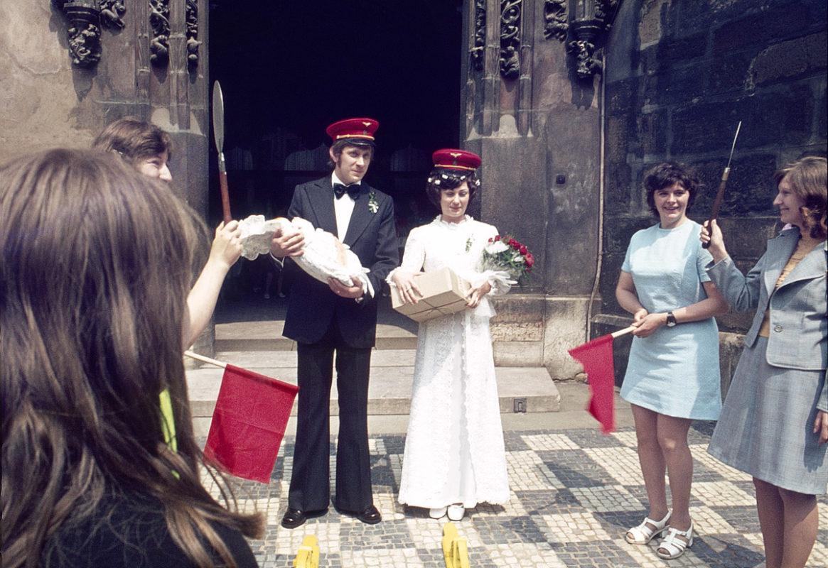 Staroměstské náměstí, svatba, 1975
