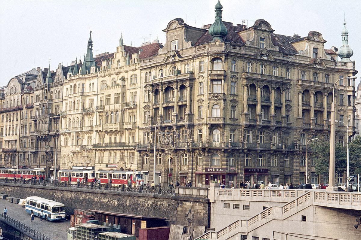 Jiráskovo náměstí, 1975