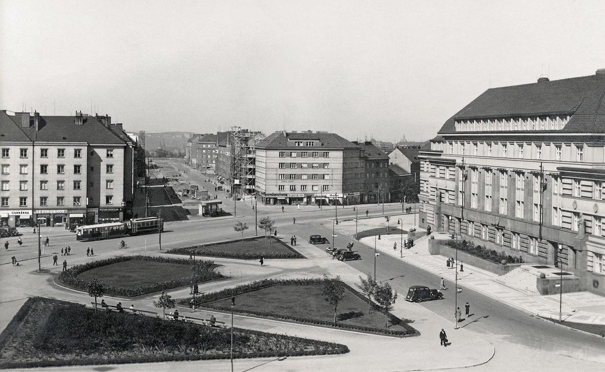 Náměstí Hrdinů / Soudní náměstí
