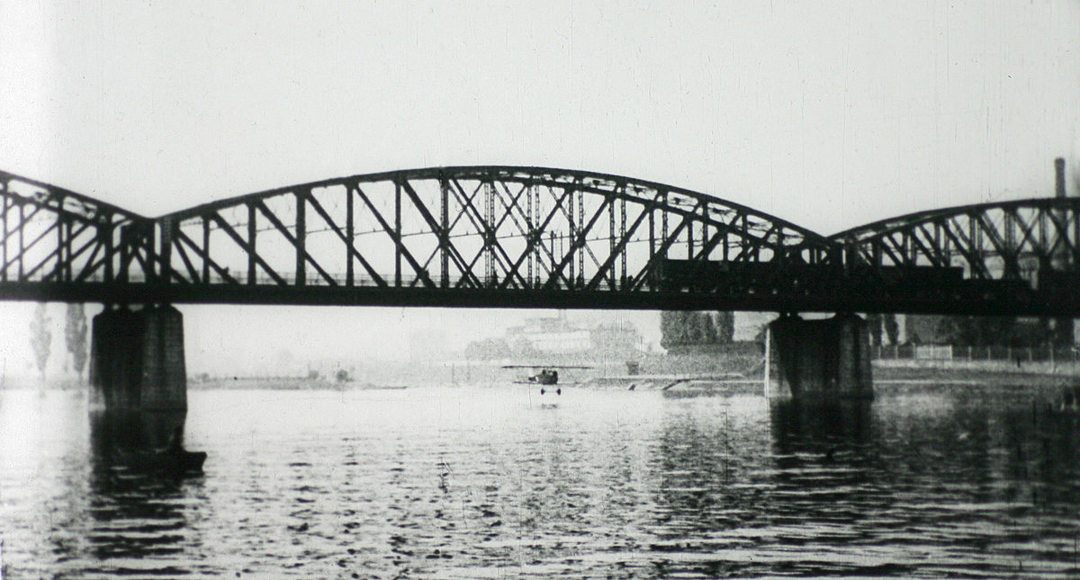 Podlet železničního mostu pod Vyšehradem