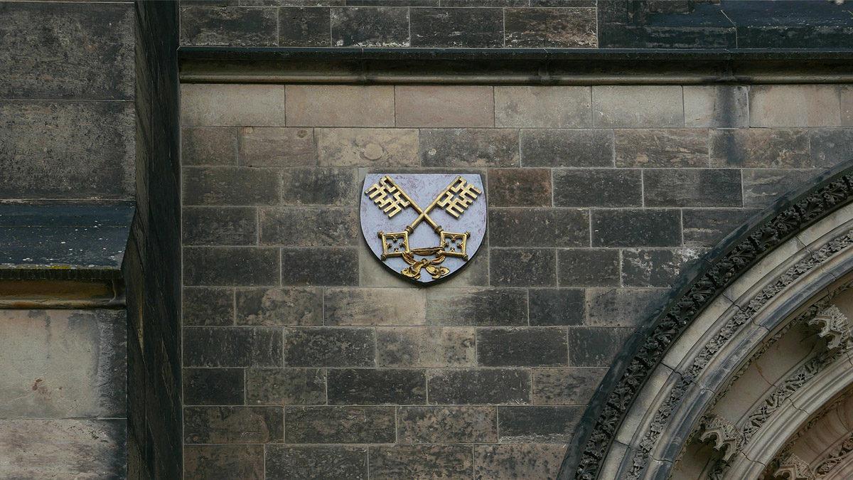 Znak Vyšehradu na kapitulní bazilice