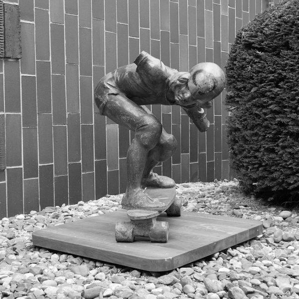 Ruce budou! První skateboardingová socha světa zamířila do opravy