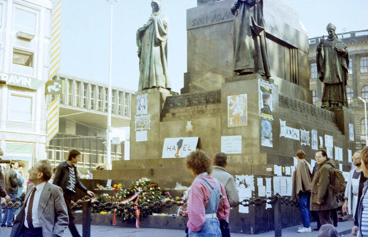 Sv. Václav, Václavské náměstí, 90. léta